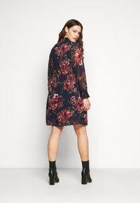Vero Moda Curve - VMNEWSUNILLA SMOCK DRESS  - Day dress - navy blazer/newsunilla - 2