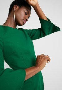 IVY & OAK - TRUMPET SLEEVE DRESS - Shift dress - eden green - 4