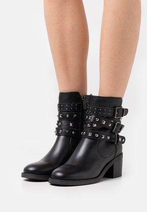 COLLEEN - Cowboy/biker ankle boot - black