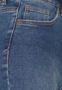 Vero Moda Petite - VMLOA FAITH - Denim shorts - medium blue denim - 2