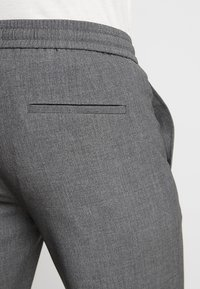 Lindbergh - RELAXED SUIT - Short - grey mix - 5