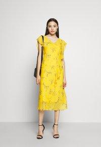Lauren Ralph Lauren Petite - ENDINE CAP SLEEVE DAY DRESS - Day dress - true marigold/grey/multi - 2