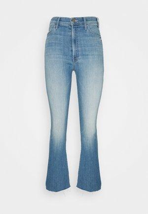 THE HUSTLER ANKLE FRAY - Bootcut jeans - blue denim