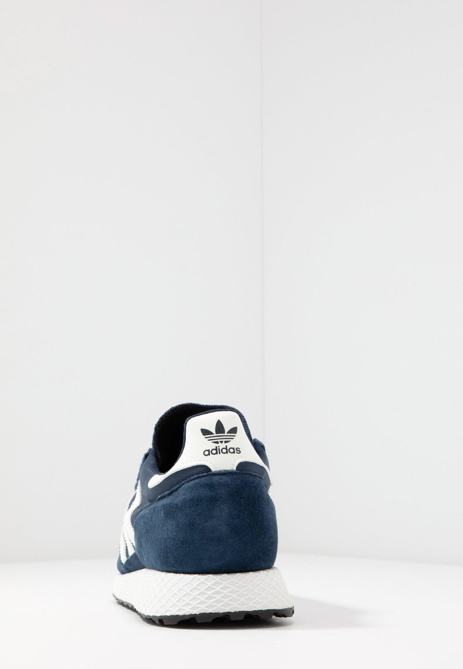 adidas Forest Grove Schuhe Herren weiß mit gelben Streifen