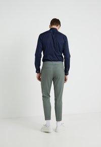 Filippa K - TERRY CROPPED PANTS - Trousers - platoone - 2