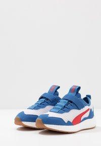 Puma - NRGY NEKO SKIM AC PS - Neutral running shoes - white/high risk red/bright cobalt - 3