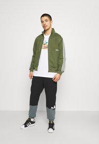 adidas Originals - THE SIMPSONS KRUSTY BURGER - Print T-shirt - white - 1