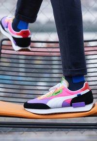 Puma - FUTURE RIDER PLAY ON UNISEX - Zapatillas - luminous purple/fluo pink - 7