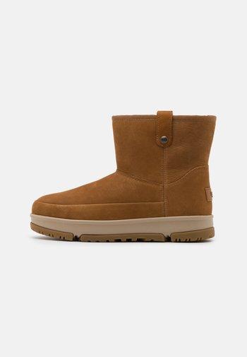 CLASSIC WEATHER MINI - Winter boots - chestnut