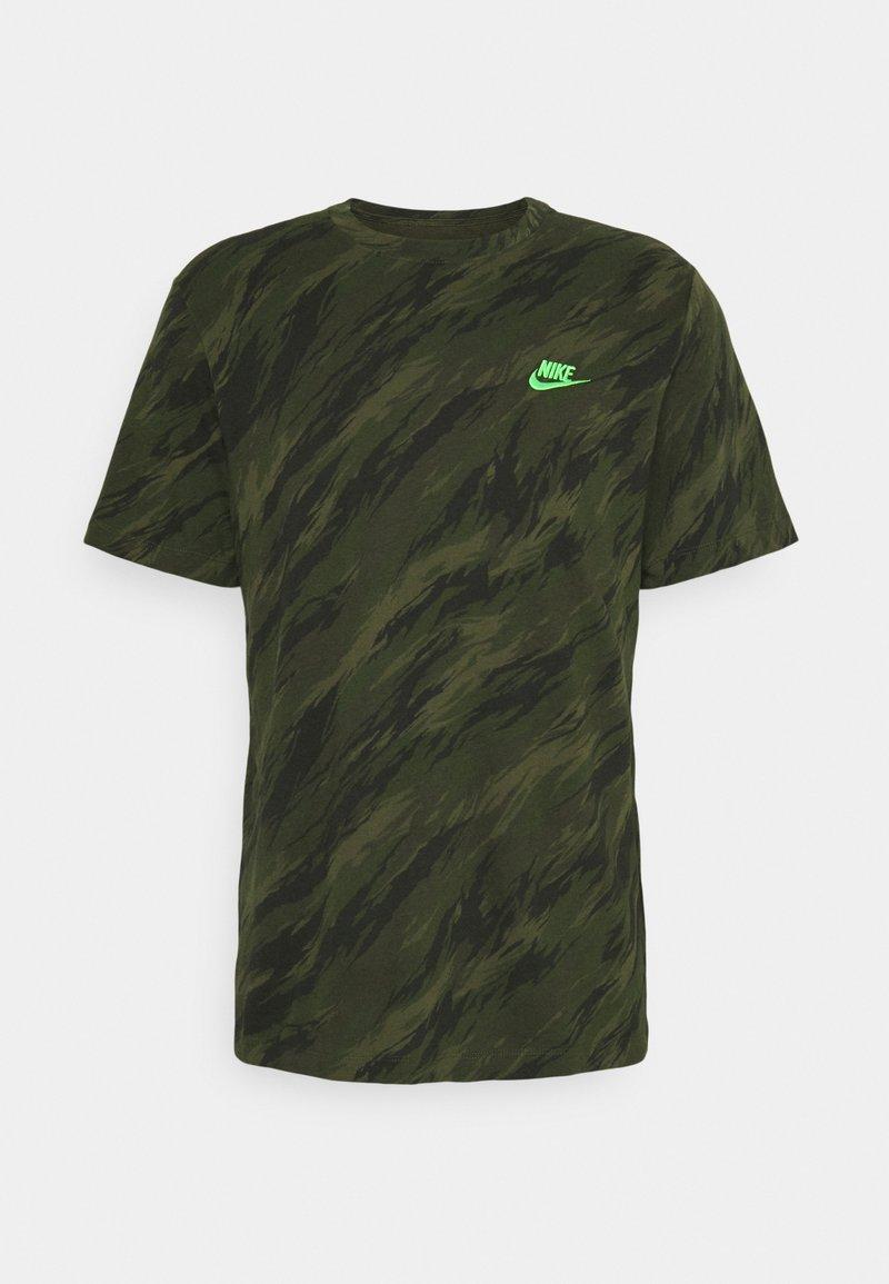 Nike Sportswear - TEE ESSENTIALS - T-shirt med print - rough green