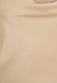 Vero Moda - VMCENTURY OPEN BACK DRESS - Ballkjole - gilded beige - 6