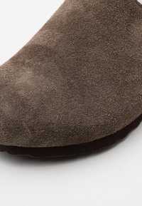 Birkenstock - AMSTERDAM PREMIUM UNISEX - Slippers - concrete gray - 5