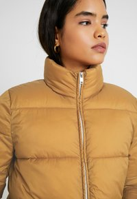 ONLY Tall - ONLNINA QUILTED JACKET - Vinterjakker - toasted coconut - 3