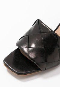 L'INTERVALLE - SLOANE - Sandaalit nilkkaremmillä - black - 2