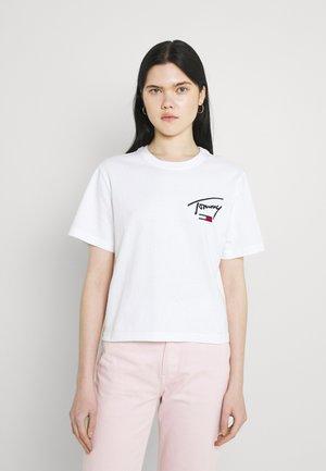COLLEGIATE BACK LOGO TEE - T-shirt con stampa - white
