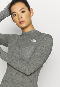 The North Face - W ACTIVE TRAIL WOOL L/S - Funktionströja - black heather - 4