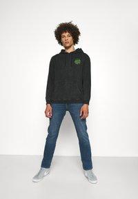 Santa Cruz - EXCLUSIVE TOXIC DOT HOODIE UNISEX - Sweatshirt - black - 1
