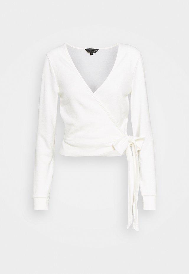 CREAM BRUSHED WRAP - Stickad tröja - cream
