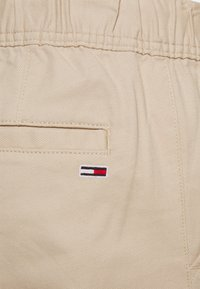 Tommy Jeans - SCANTON DOBBY TRACK PANT - Trousers - soft beige - 5