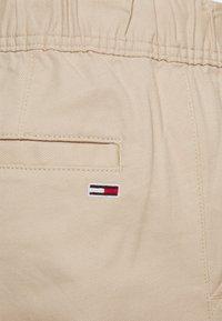 Tommy Jeans - SCANTON DOBBY TRACK PANT - Kangashousut - soft beige - 5