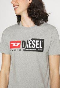 Diesel - DIEGO CUTY - Printtipaita - grey - 3