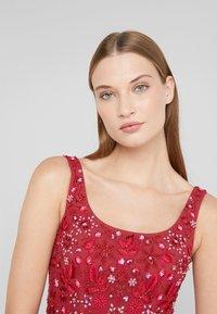 Needle & Thread - SNOWFLAKE PROM DRESS - Koktejlové šaty/ šaty na párty - cherry red - 3