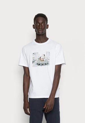 SAMI BRETT LLOYD RAGAZZA - T-shirt print - white