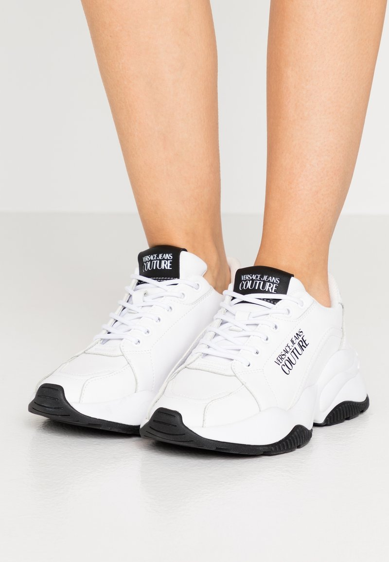 Versace Jeans Couture - CHUNKY SOLE - Trainers - bianco ottico