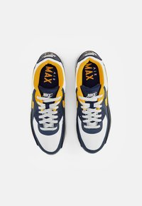 Nike Sportswear - AIR MAX - Sneakers basse - white/univ gold-midnight navy-obsidian-pure platinum-wolf grey - 3