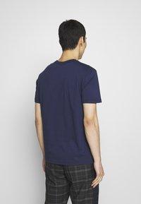 Belstaff - COTELAND  - Print T-shirt - bright navy - 2