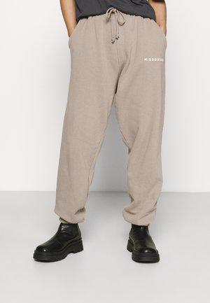 BRANDED JOGGER - Tracksuit bottoms - brown