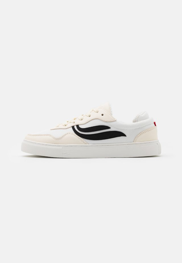 SOLEY UNISEX - Sneakersy niskie - white/black