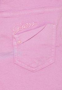 Guess - CORE JUNIOR BULL - Shorts vaqueros - crystal mauve - 2