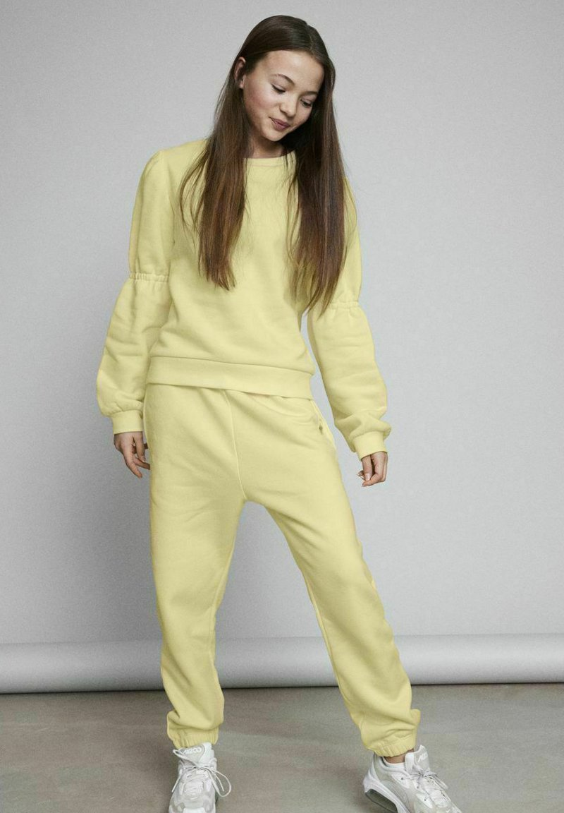 LMTD - Tracksuit bottoms - mellow yellow