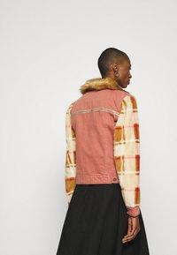 Desigual - CHAQ CHECKIS - Denim jacket - rosa palido - 2