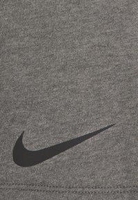 Nike Performance - SHORT - Sportovní kraťasy - charcoal heather/black - 5