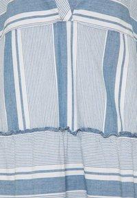 Vero Moda Tall - VMAKELA CHAMBRAY TUNIC - Day dress - light blue denim/white - 2