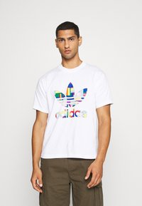 adidas Originals - SPORTS INSPIRED SHORT SLEEVE TEE - Print T-shirt - white/multi-coloured - 0