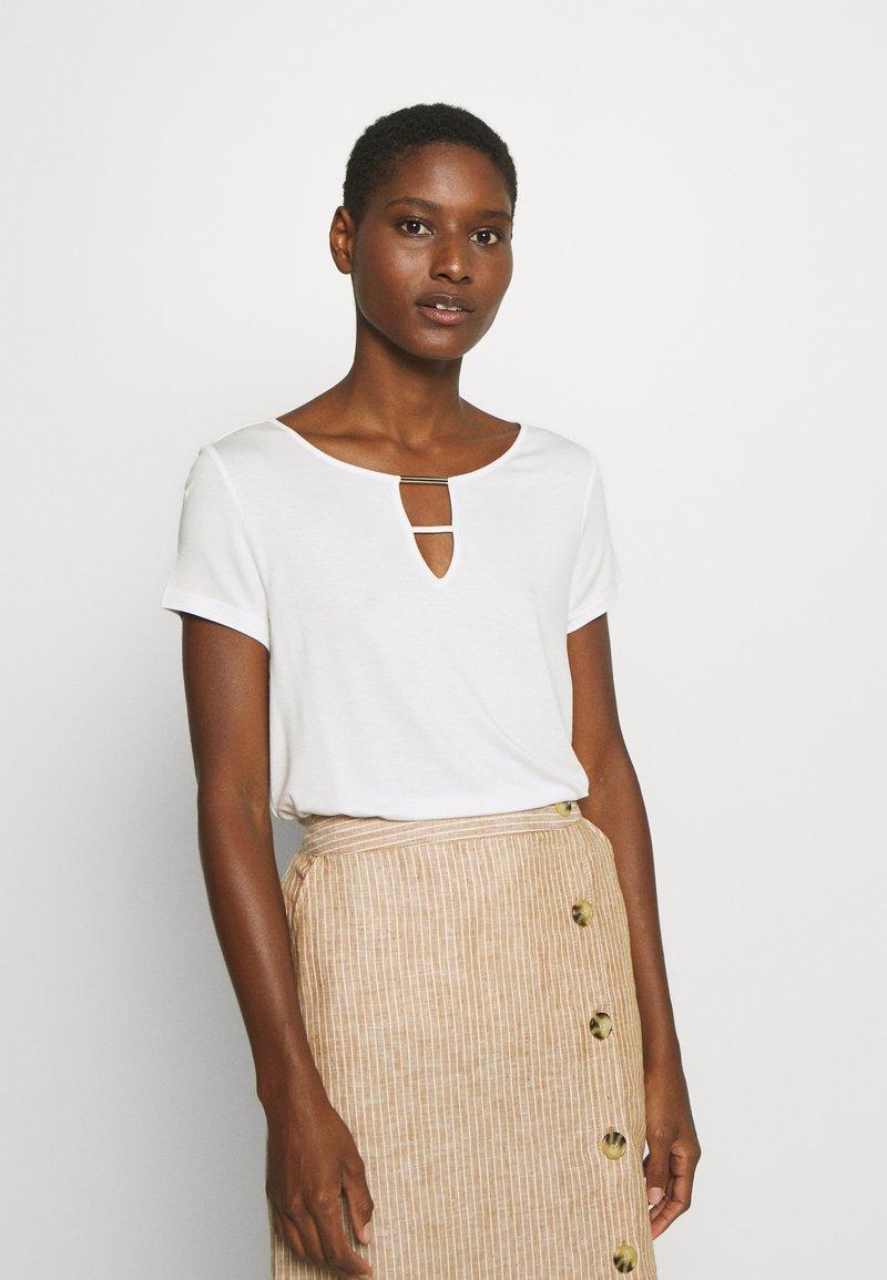 s.Oliver BLACK LABEL - Basic T-shirt - soft white