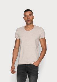 Selected Homme - SLHNEWMERCE O-NECK TEE - T-shirt - bas - dove melange - 0