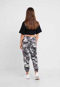 New Look Petite - CAMO UTLITY CUFF - Trousers - black - 3
