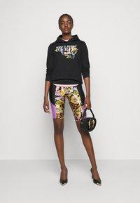 Versace Jeans Couture - LADY FUSEAUX - Shorts - black - 1