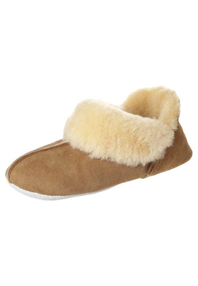 NINA - Slippers - chesnut