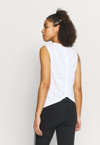 New Balance - RELENTLESS CINCHED BACK GRAPHIC TANK - Top - white - 2