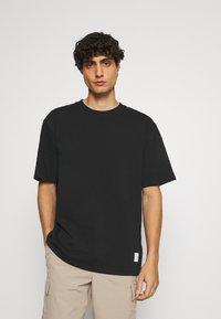 Lindbergh - WRAP COLLAR TEE - Basic T-shirt - black - 0