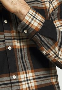 Only & Sons - ONSNEW OMAR - Skjorta - brown - 5