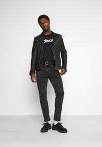 Schott - LOGO - Print T-shirt - black - 1