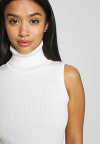 Missguided Petite - ROLL NECK SLEEVELESS DRESS - Gebreide jurk - white - 4