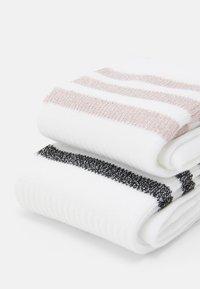 adidas Originals - MID CUT UNISEX 2 PACK - Sokken - white/pink tint - 1
