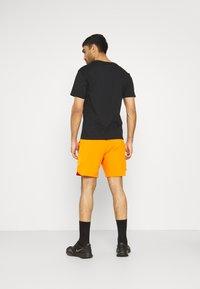 """Calvin Klein Performance - PRIDE 7"""" SHORT - Korte broeken - danger orange - 2"""